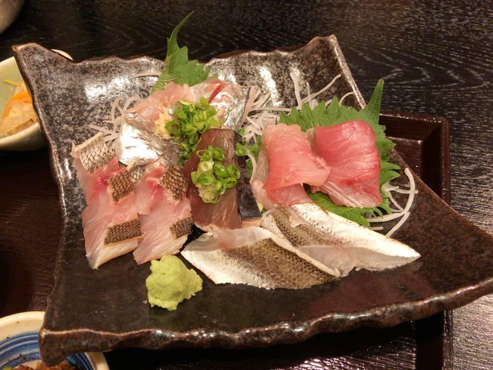 漁港直送鮮魚と地酒 くすくす桜木町店の刺身定食写真