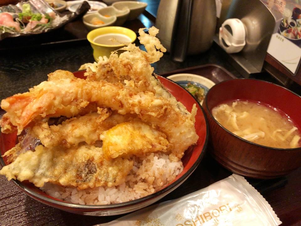 漁港直送鮮魚と地酒 くすくす桜木町店の上天丼メニュー写真