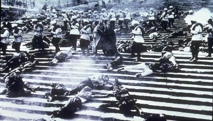 映画「戦艦ポチョムキン」のオデッサの階段シーン