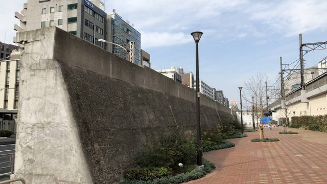 JR桜木町駅西口広場から見た東横線跡地の様子
