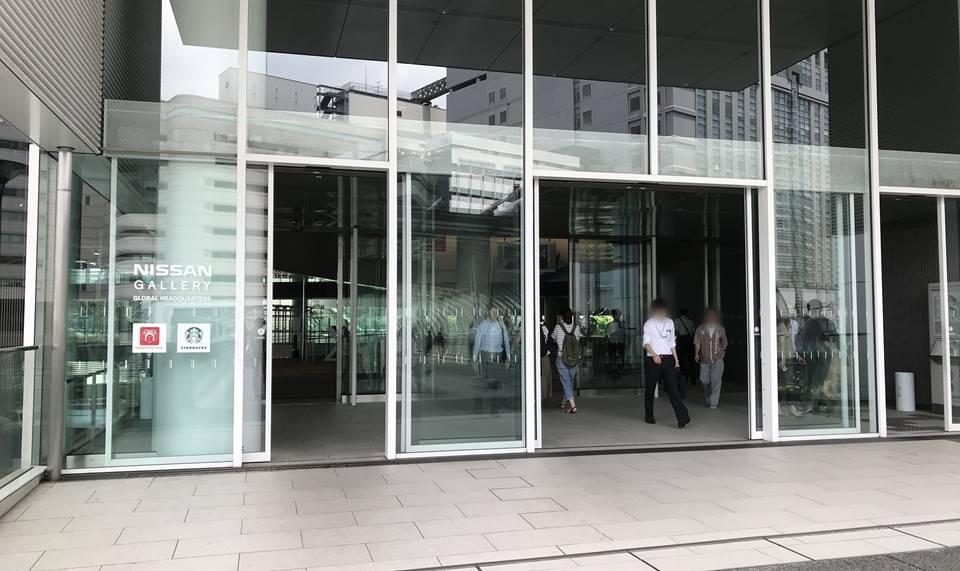 日産本社ビルの入口写真