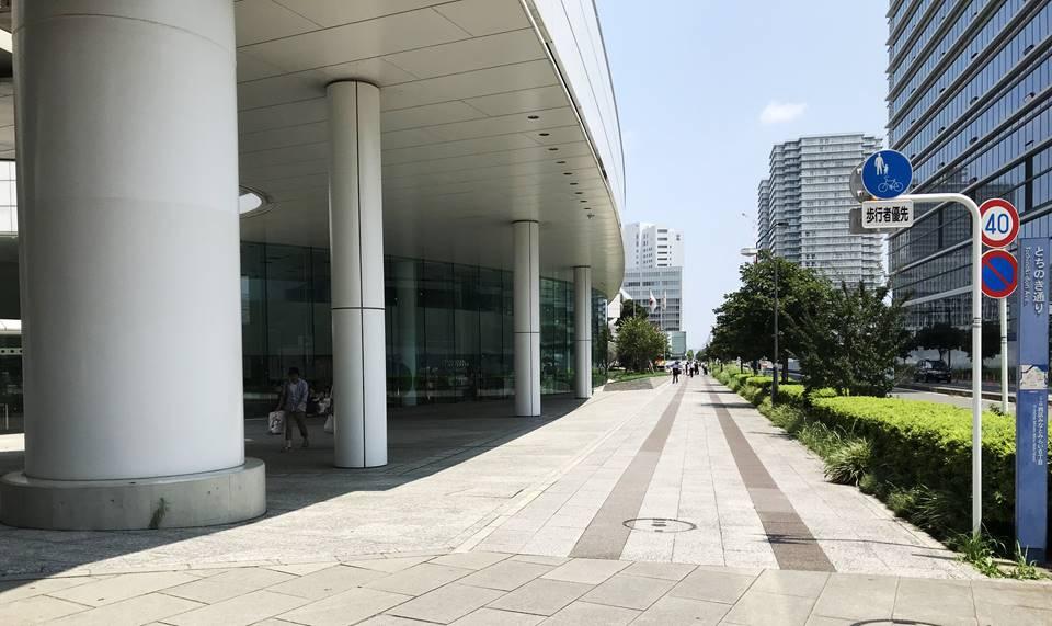 富士ゼロックス横浜の前の通り