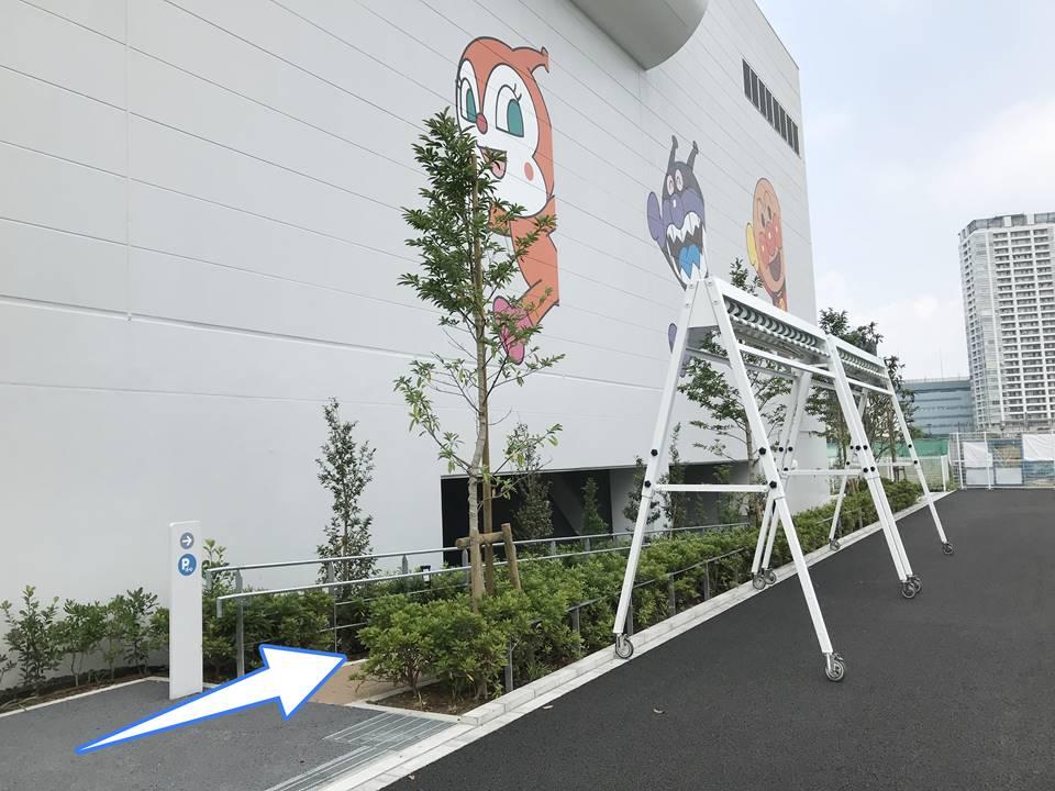 横浜アンパンマンこどもミュージアムの駐輪場入口写真