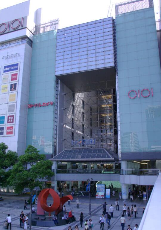 川崎駅東口にある商業施設、川崎ルフロンの外観写真