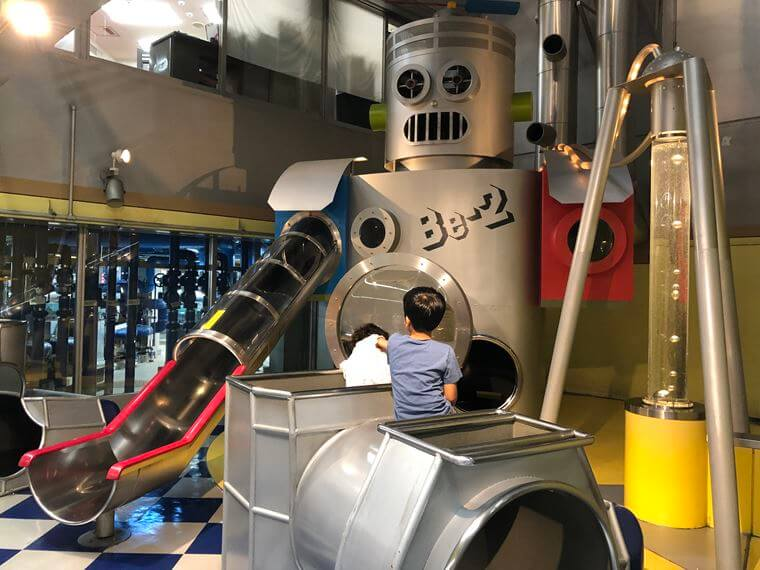 洋光台駅「はまぎん こども宇宙科学館」の館内写真