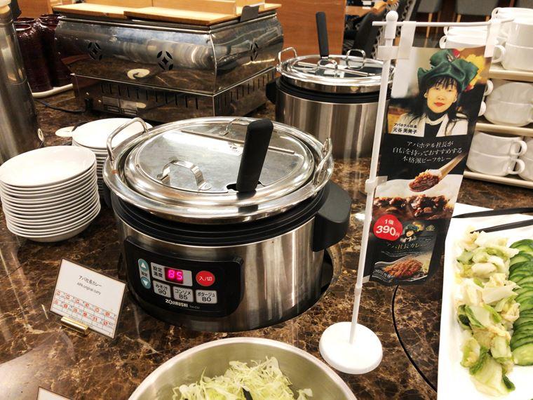 アパホテル&リゾート〈横浜ベイタワー〉のバイキングレストラン「ラ・ベランダ」のアパ社長カレー写真