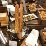 アパホテル&リゾート〈横浜ベイタワー〉のバイキングレストラン「ラ・ベランダ」のデザートコーナー写真