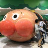 横浜アンパンマンこどもミュージアムの有料エリアにあるアンパンマン号の写真