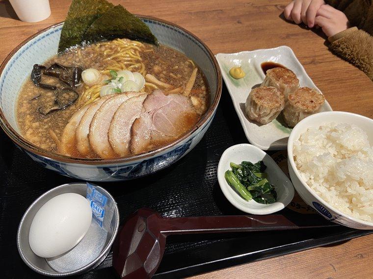 横浜ハンマーヘッドのラーメンフードホール内にある札幌麺処 白樺山荘のラーメン写真