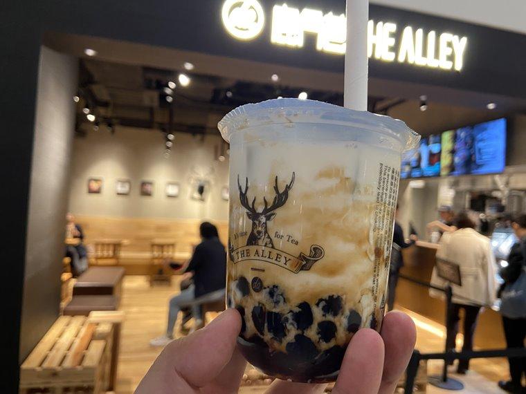 みなとみらい新港地区に新しくできた「横浜ハンマーヘッド」のカフェTHE ALLEYの店舗写真