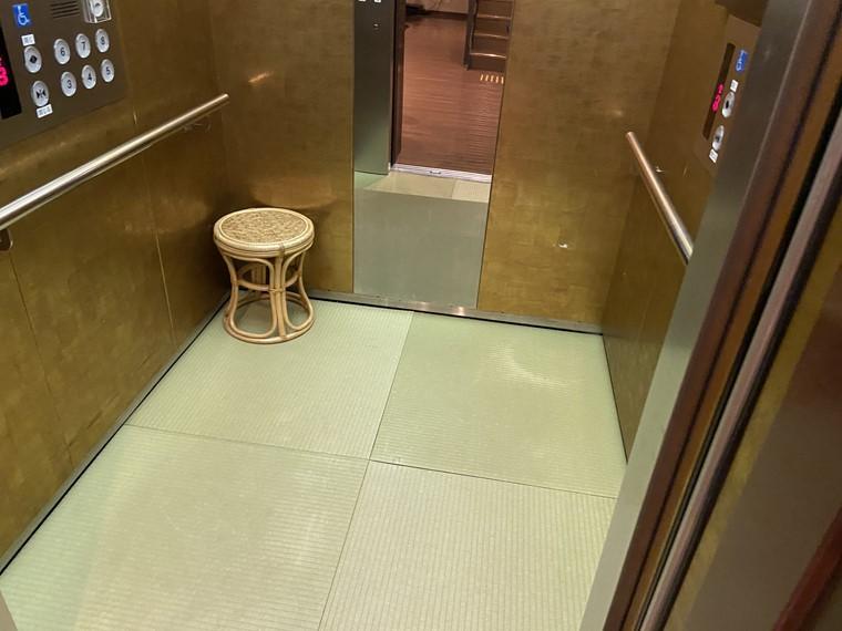 万葉の湯 町田館のエレベーター内写真