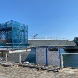 ヨコハマ グランド インターコンチネンタル ホテル裏から、カップヌードルミュージアムパーク(新港パーク)へと伸びる歩行者デッキの工事写真