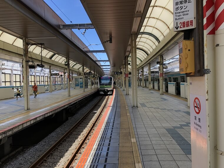 JR桜木町駅に入線する横浜線車両
