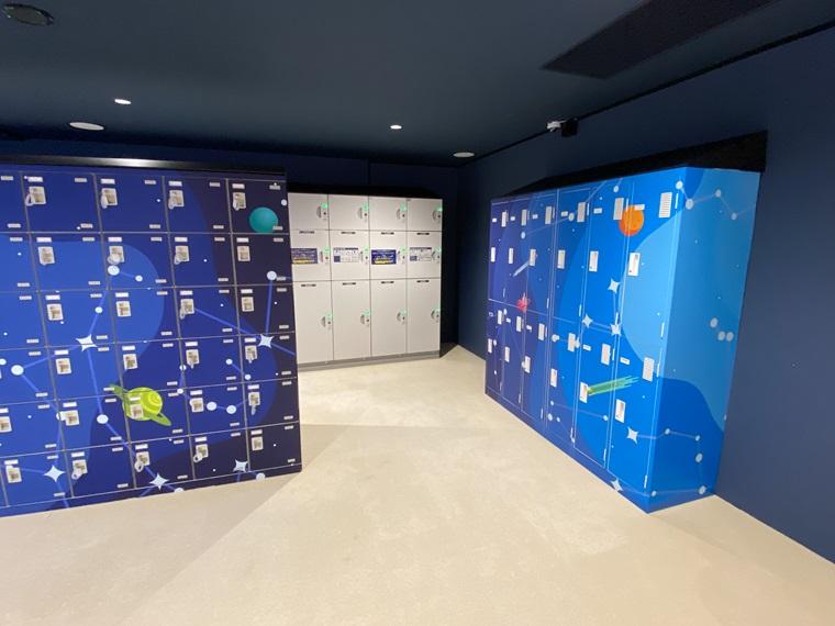 横浜駅アソビルの遊び場「PuChu!(プチュウ)」の靴箱やロッカーの写真