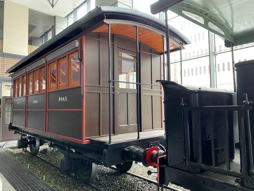 JR桜木町ビル1階の急横ギャラリーにある再現客車