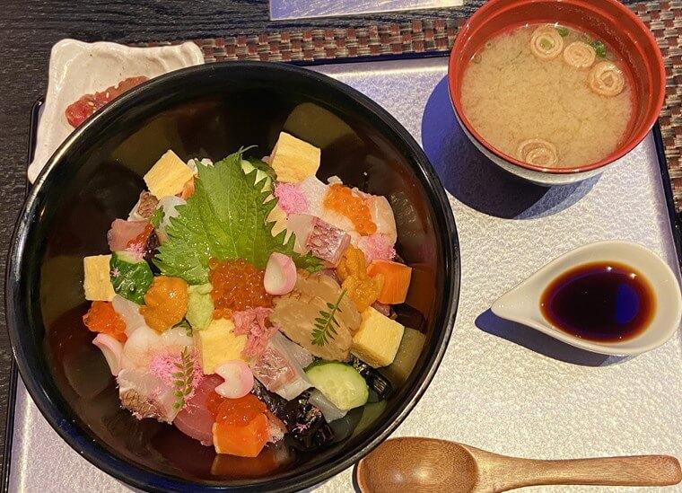 ニュータにイン横浜プレミアムに入るレストラン「THE sea(ザ・シー)」の店内写真
