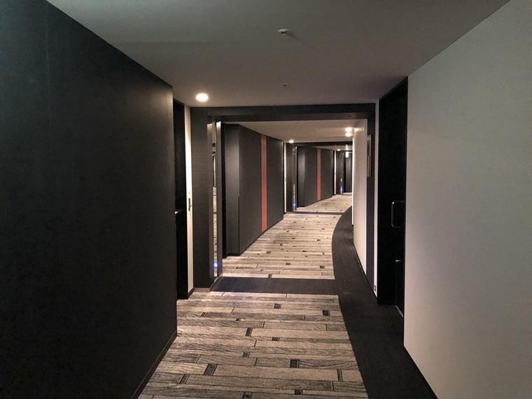 コレットマーレにあるニューオータニイン横浜プレミアムの客室通路写真