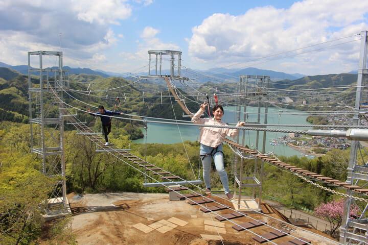 さがみ湖プレジャーフォレストに誕生した吊り橋型アトラクションの風天(ふうてん)写真