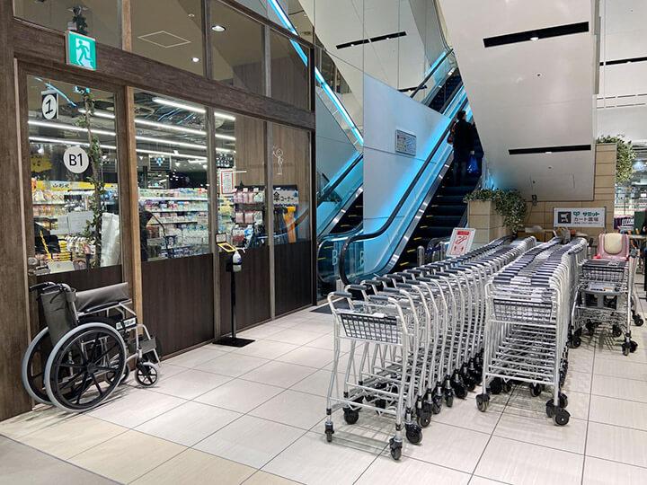 スーパーマーケット「サミットストア桜木町コレットマーレ店」のカート写真