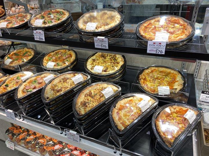 スーパーマーケット「サミットストア桜木町コレットマーレ店」のピザ写真