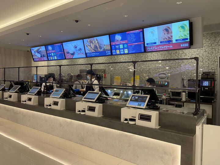 横浜駅の新しい映画館Tジョイ横浜のフード売り場