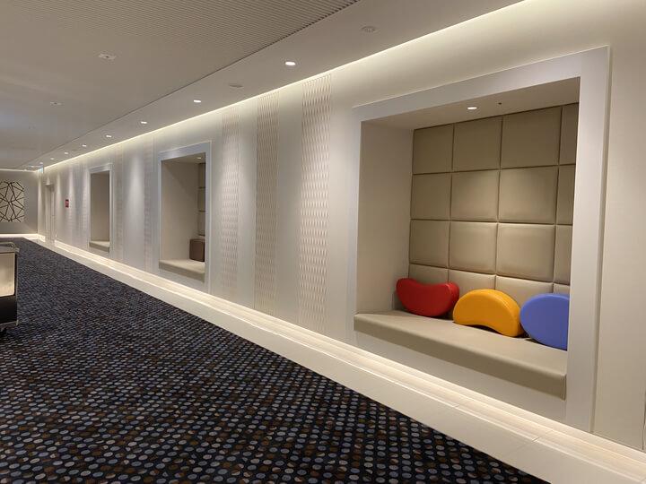 横浜駅の新しい映画館Tジョイ横浜の10階通路